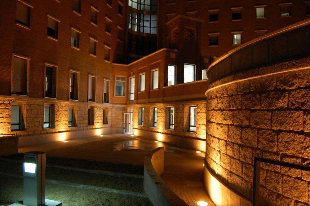 Vista Exterior Nocturna del Centro